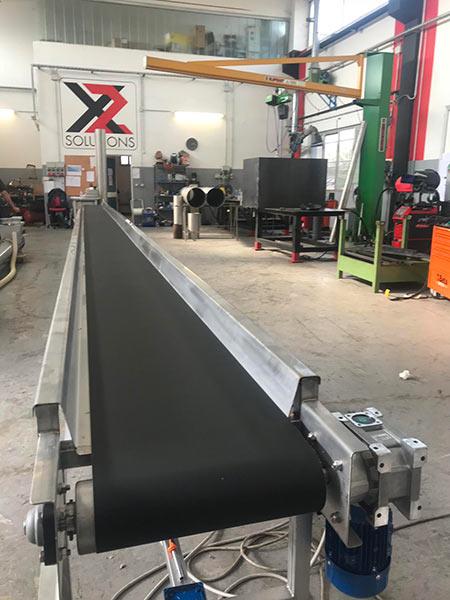 Nastro-trasportatore-per-movimentazione-materiali-scartati-da-griglie